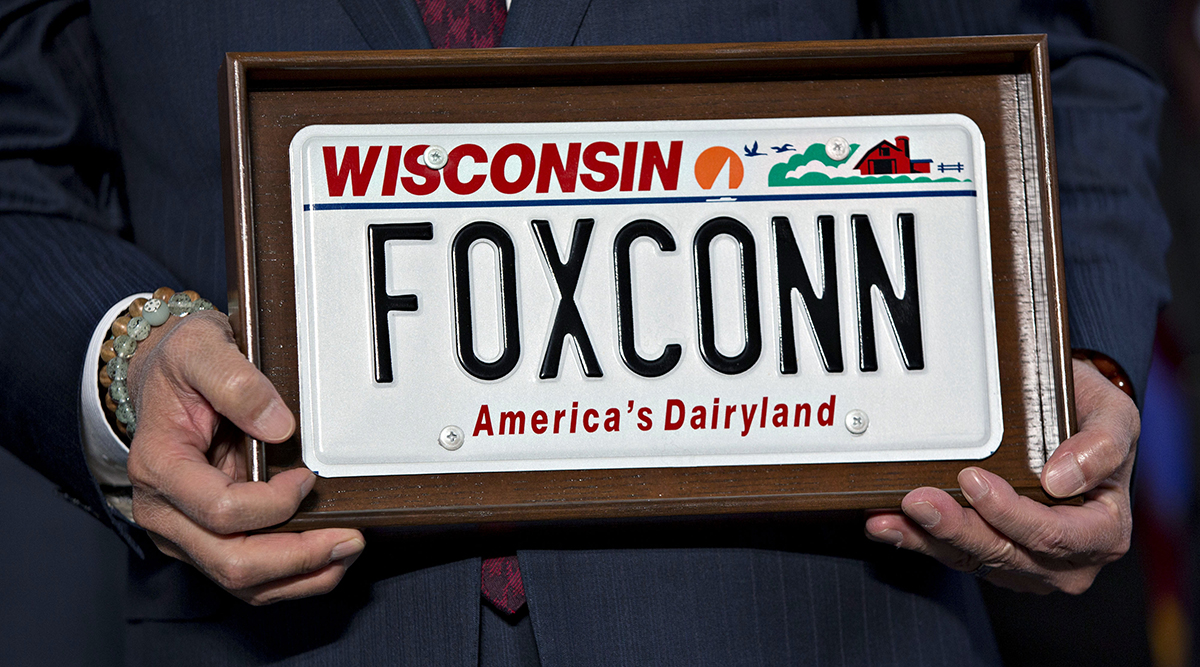 Foxconn to Use Driverless Vehicles for Thousands of Workers at New ...