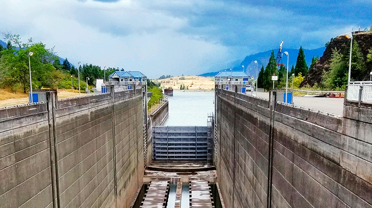 dry boat lock on the Bonneville Dam