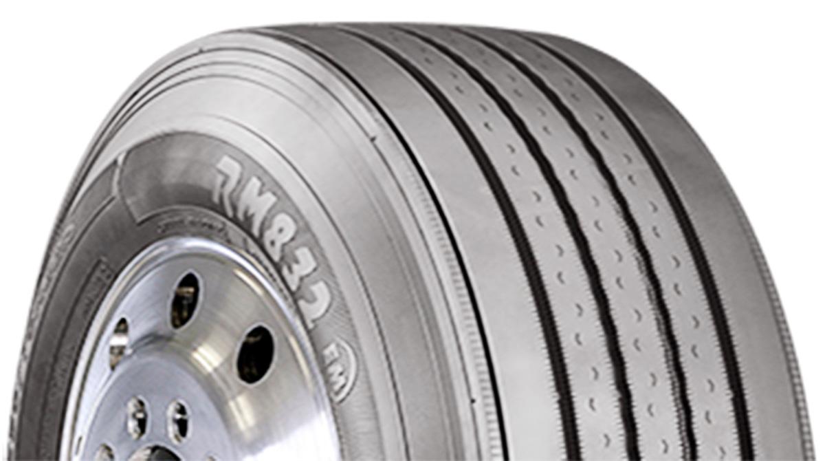 Cooper RM832 EM steer tire