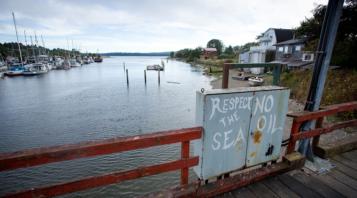 Anti-oil graffiti
