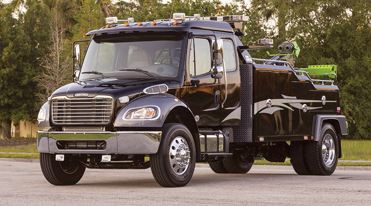 Freightliner M2 106 tow truck