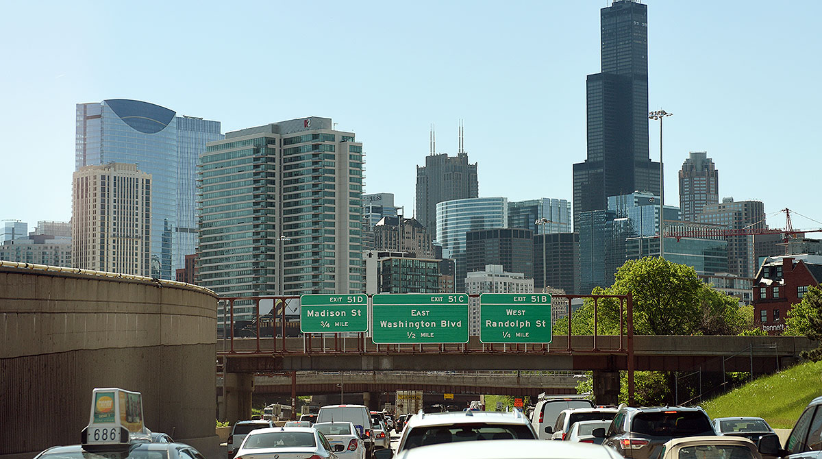 Traffic heading into downtown Chicago
