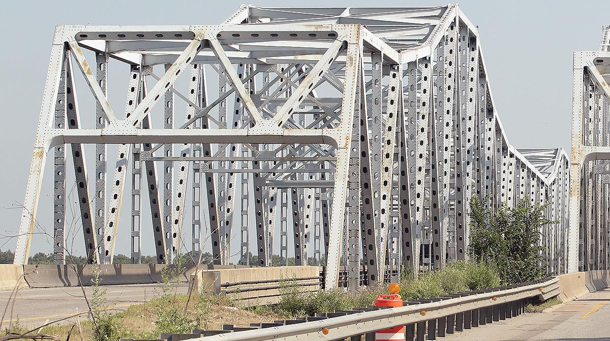 Bridge over Des Plaines River in Illinois