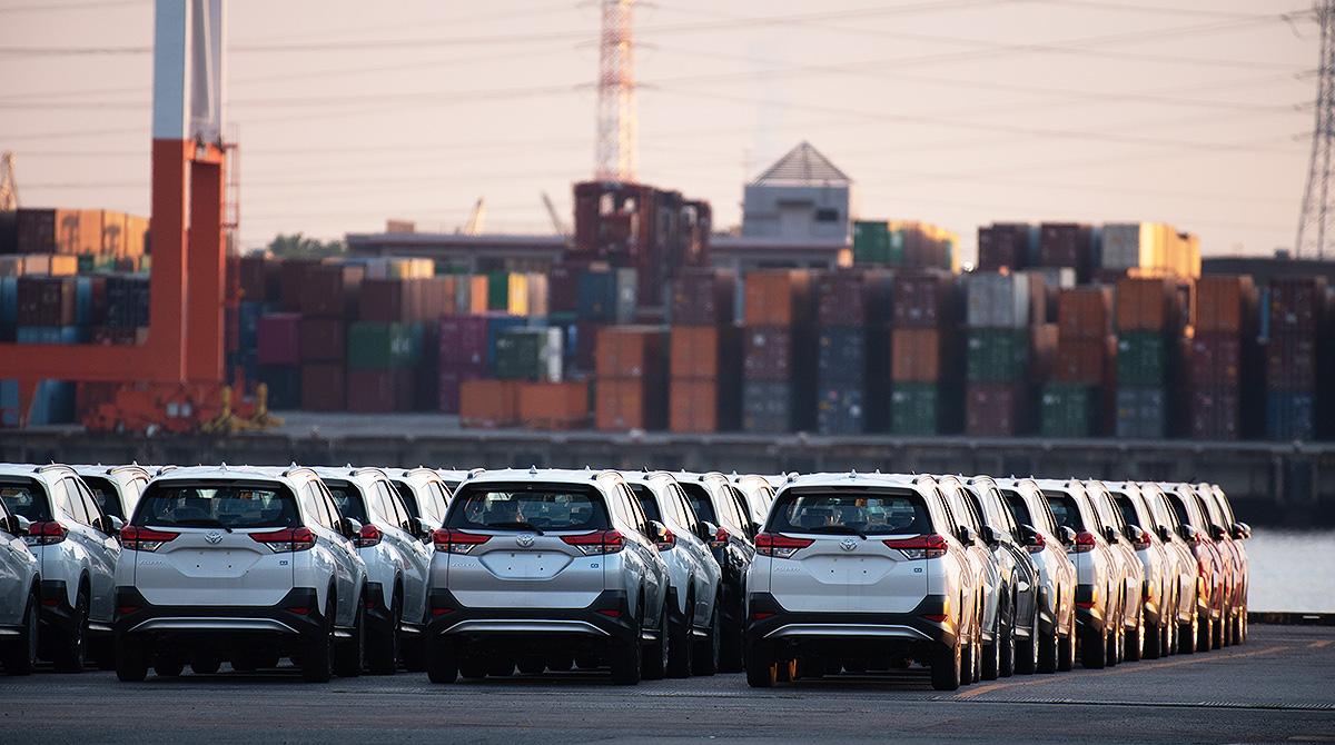 Toyota Rush vehicles at port