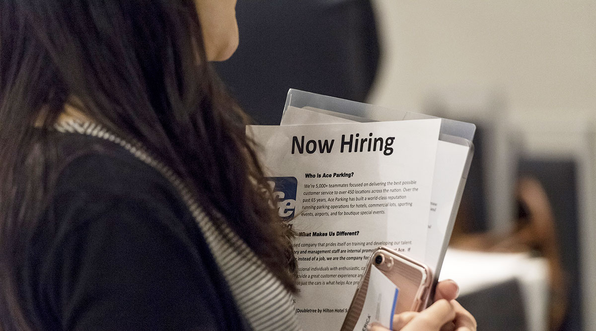 Weekly Jobless Claims Plunge to 209,000