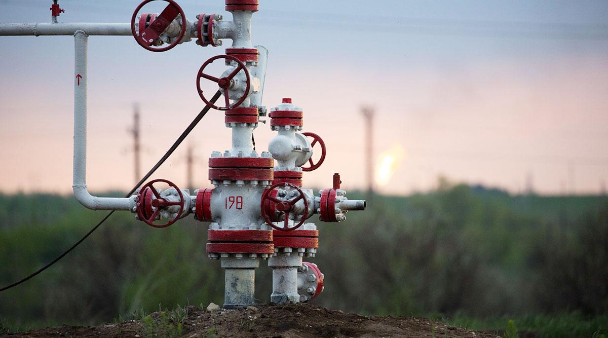 USA crude rises 1.7% on big inventory draw, hurricane fears