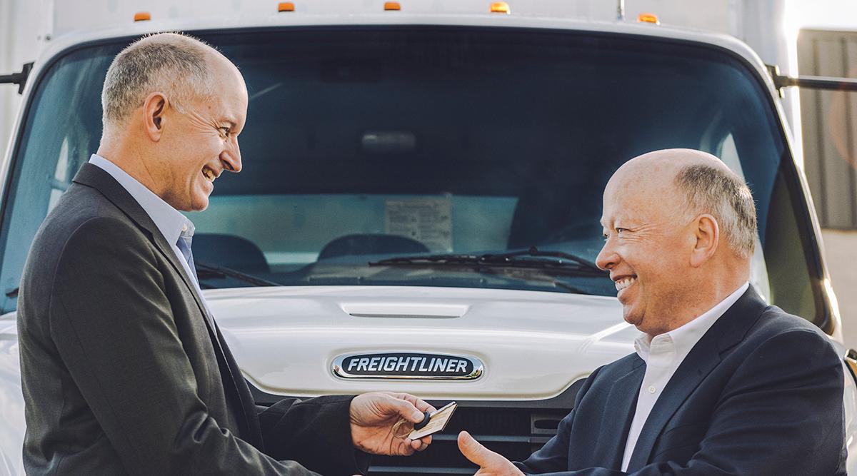 DTNA CEO Roger Nielsen delivers the first Freightliner eM2 to Penske