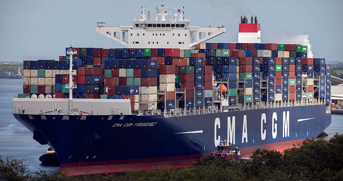 Roosevelt calls on a container port