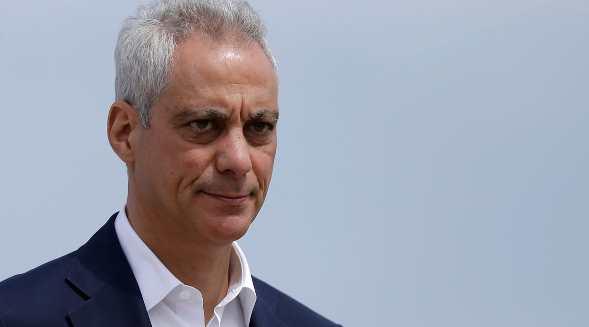 Chicago Mayor Rahm Emanuel waves as he arrives at a news conference in April 2019.