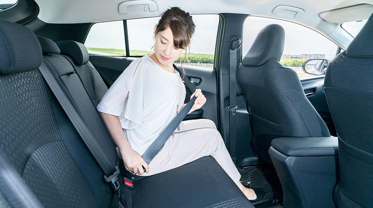 Back seat passenger putting on belt