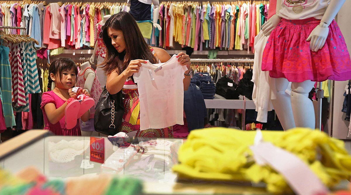 Consumer Spending Misses Forecasts as Inflation Eases
