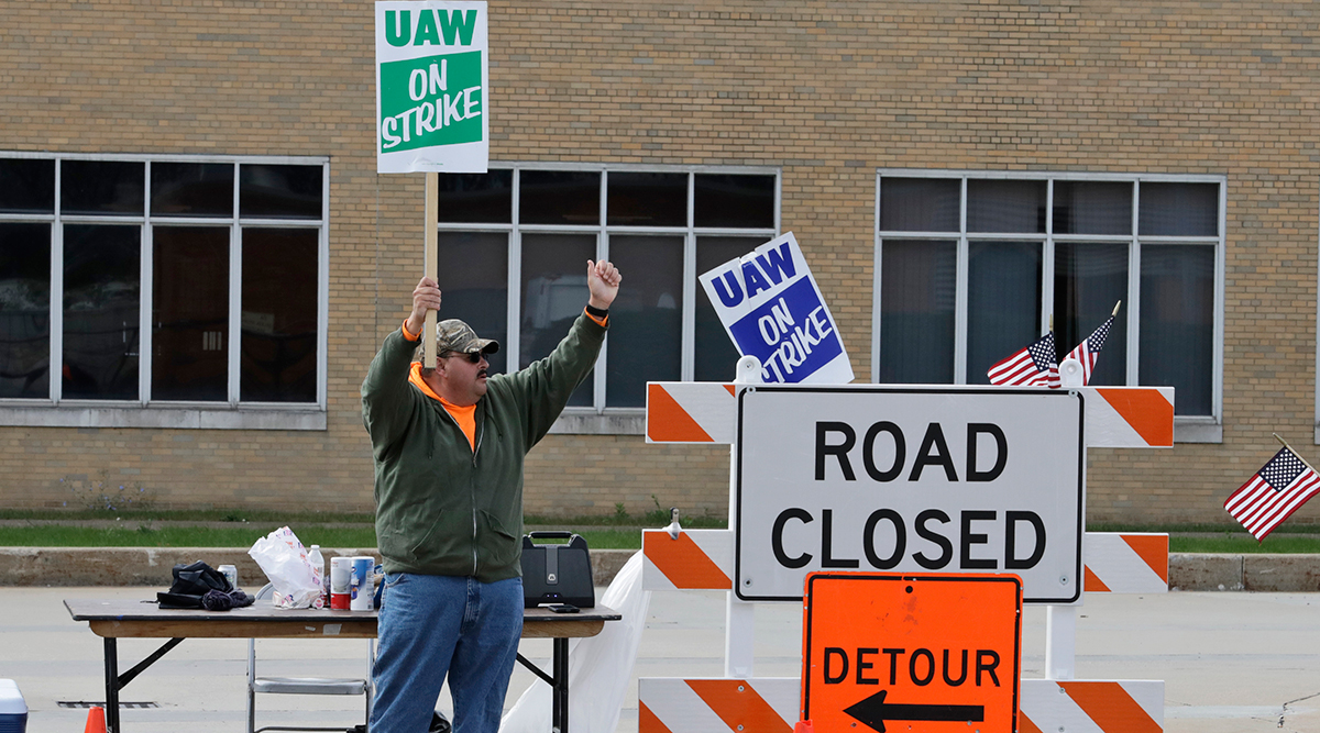 Employee pickets outside the GM Fabrication Division in Parma, Ohio