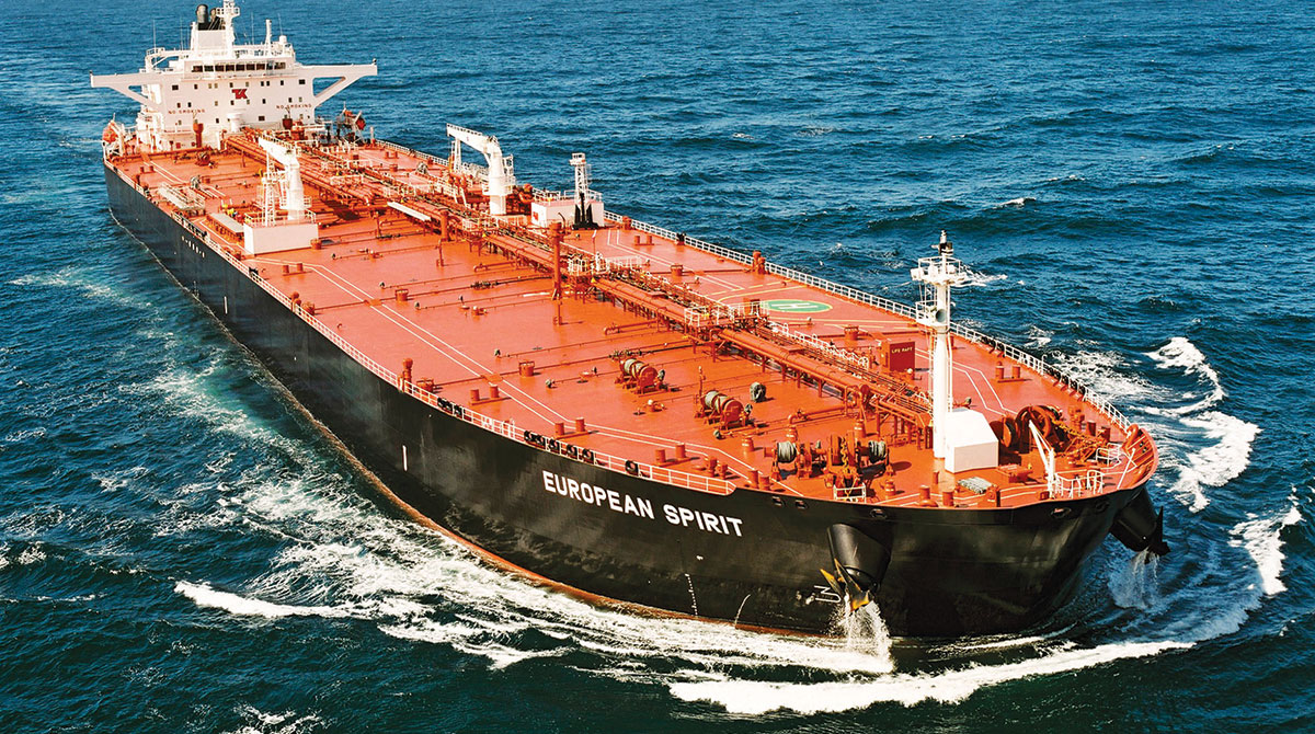 Konsumsi minyak dunia yang besar dipenuhi oleh kapal-kapal besar ini yang mengangkut ratusan ribu barrel minyak ke seluruh dunia