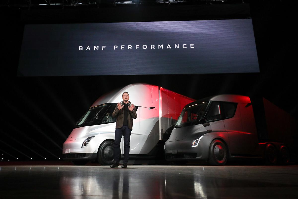 Elon Musk unveils the new semi