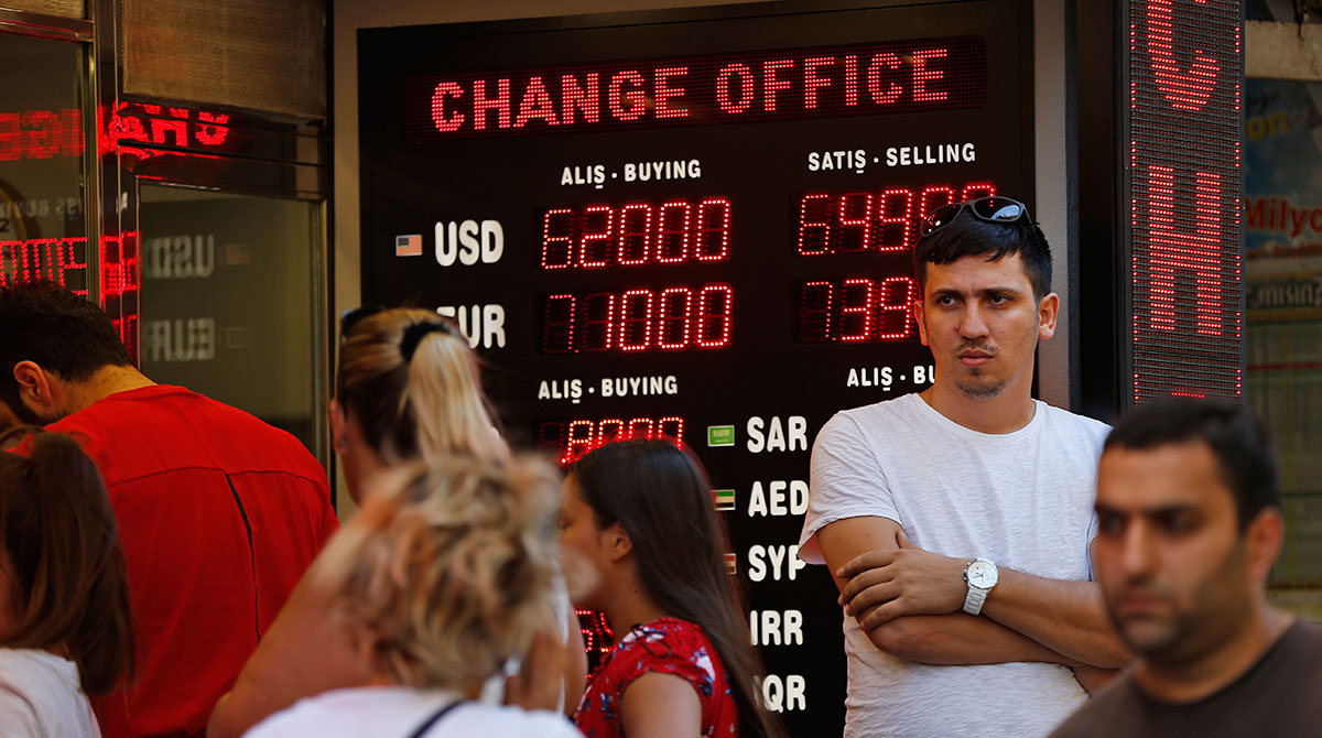 People line up at a currency exchange shop in Istanbul