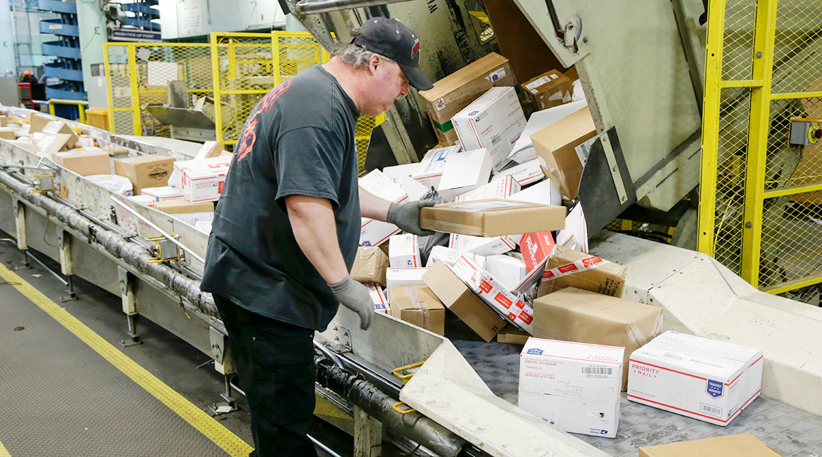 Postal Service Gears Up for Holiday Deliveries | Transport Topics
