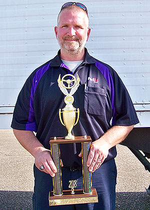 Mississippi Grand Champion Scott Osborne of FedEx Freight with trophy