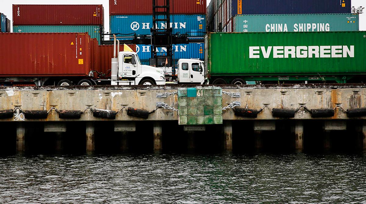 Port-LA-trucks-water