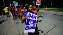 Picketers in Hamtramck, Mich.