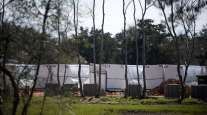 Plus Power works on building the Gambit Energy Storage Park in Angleton, Texas, on March 4. (Mark Felix/Bloomberg News)