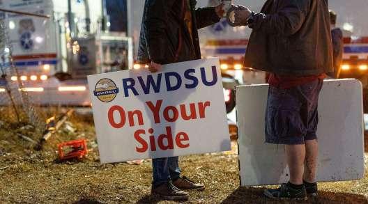 Amazon Staten Island Warehouse Workers Lead Push to Unionize
