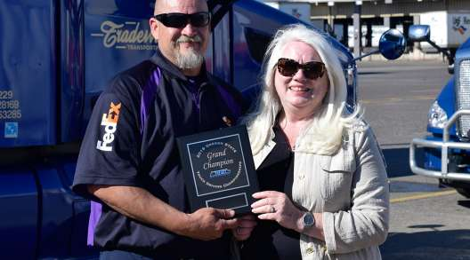 FedEx Freight driver Heladio Fernandez with Oregon Trucking Associations President Jana Jarvis
