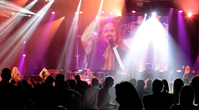 Lynyrd Skynyrd performs at MCE closing banquet