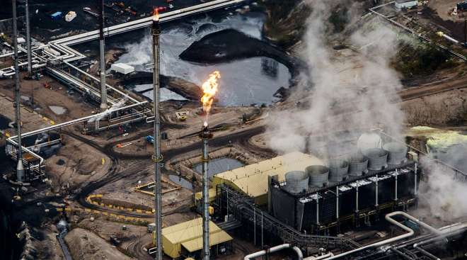 Suncor Millennium upgrader plant at the Athabasca Oil Sands near Fort McMurray, Alberta, Canada
