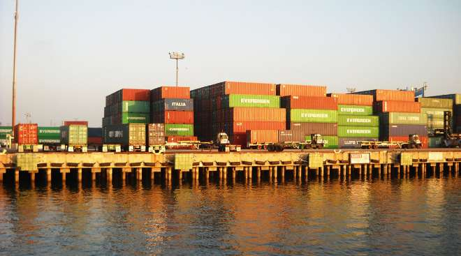 Containers Piling Up at Rail Yards Add to Port Strains