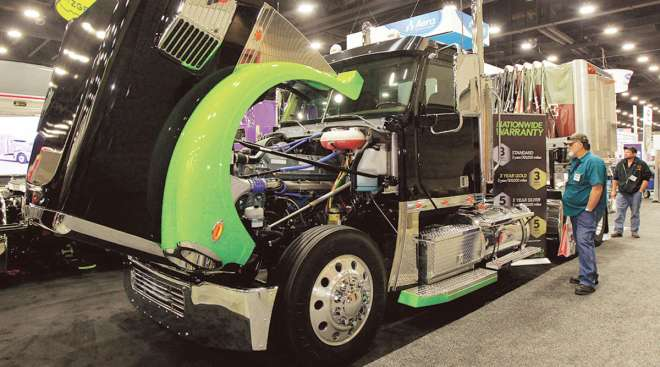 Fitzgerald Glider Kit on display at Mid-America Trucking Show