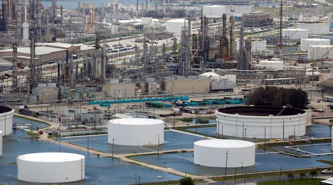 Harvey causes long refinery lines