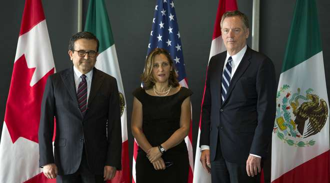 Ildefonso Guajardo Villarreal, Mexico's secretary of economy, from left, Chrystia Freeland, Canada's minister of foreign affairs, and Bob Lighthizer, U.S. trade representative, arrive for a meeting during third round negotiations of NAFTA.