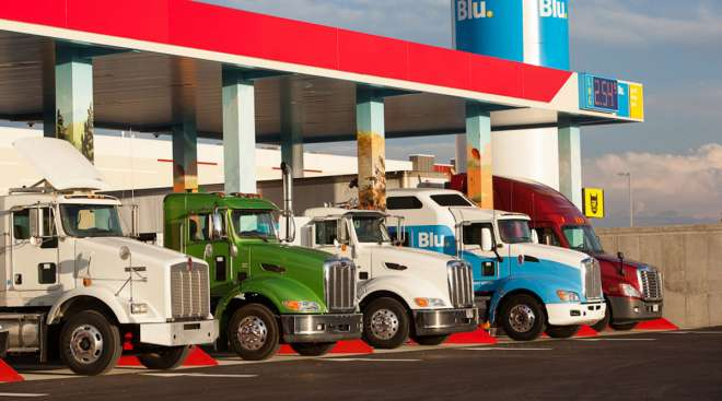 NG trucks at a Blu LNG fueling station
