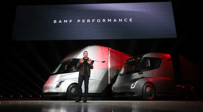 Elon Musk unveils the new semi