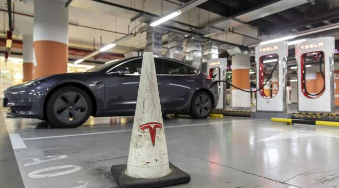 Tesla Probe Leads NHTSA to Request Documents From 12 Carmakers