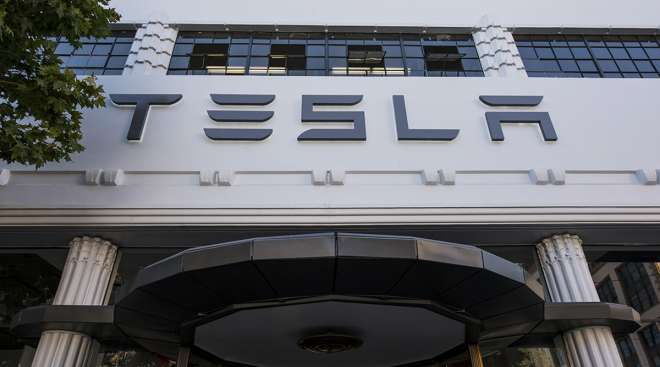 Tesla is quietly drawing some praise from analysts.