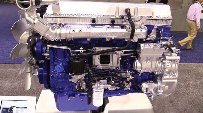 Volvo D13 engine with turbo compounding